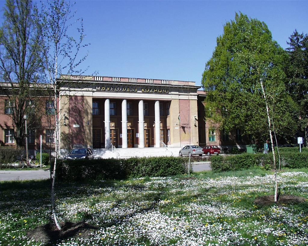 Martfû Városi Mûvelõdési Központ és Könyvtár
