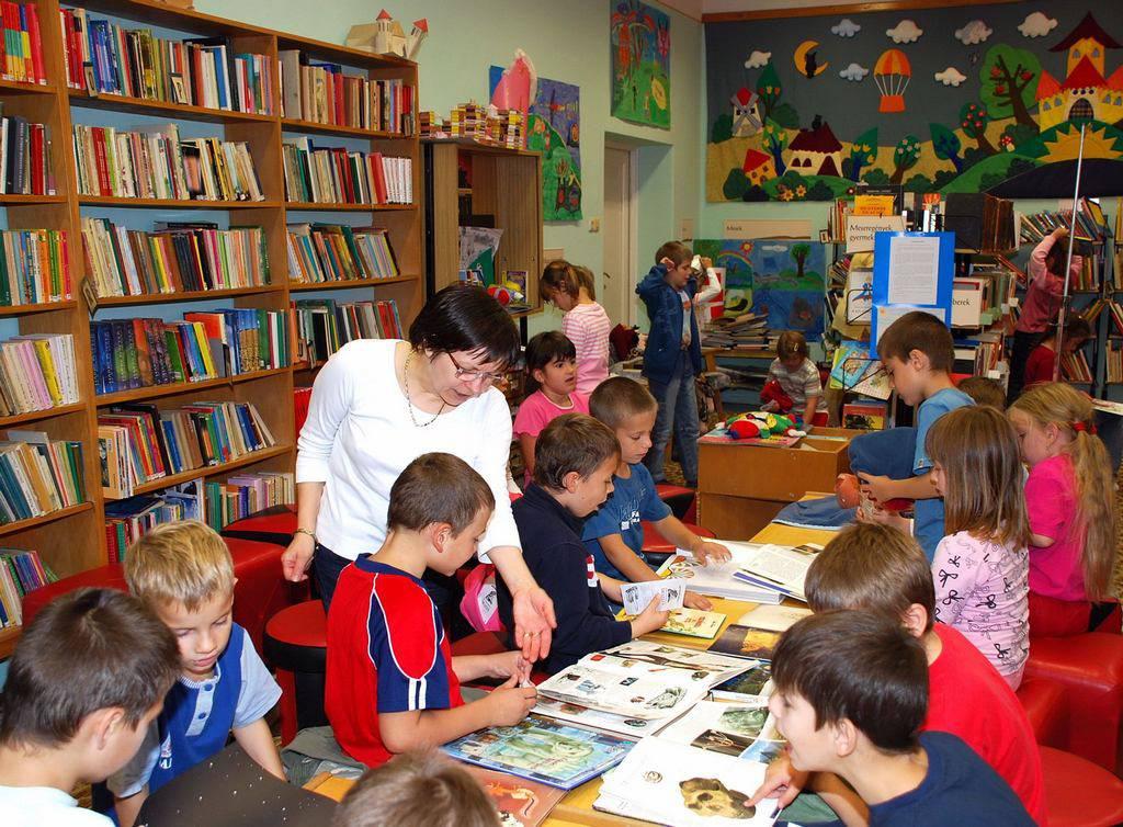 Foglalkozás a gyermekkönyvtárban