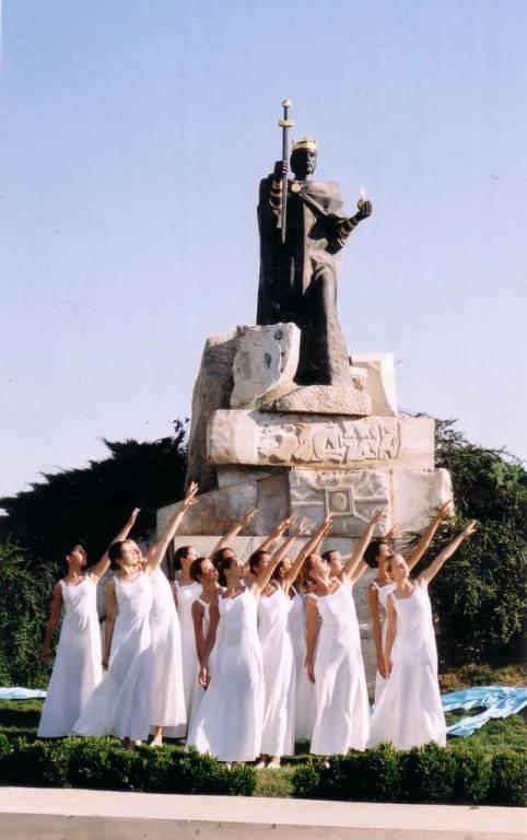 A Modern Táncmûhely koreográfiája a Szent-István-szobornál